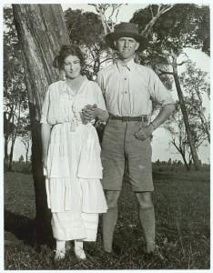 Karen Blixen z bratemThomasem na farmie w Kanji1920 r