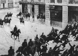 rewolucja1905-5 - żandarmi rozpędzają demonstrantów w Warszawie